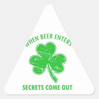 Sticker Triangulaire tee - shirt drôle de bière