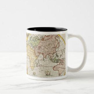 Studio tiré de la carte antique du monde tasse à café