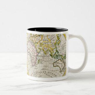 Studio tiré de la carte antique du monde tasse