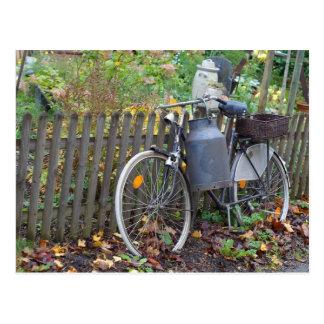 Style campagnard de vélo de deux-roues carte postale