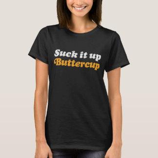 Sucez-le vers le haut de la chemise de renoncule