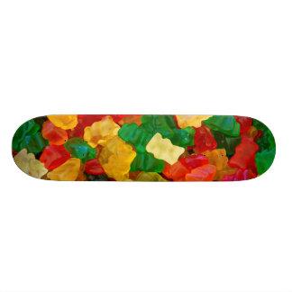 Sucrerie colorée par arc-en-ciel gommeux d'ours skateboards customisés