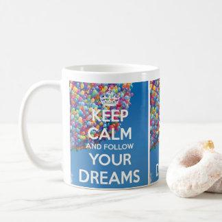suivez la tasse mignonne de puppie de rêves
