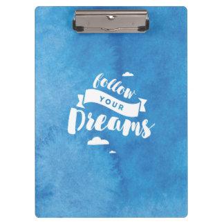Suivez votre aquarelle de bleu de rêves