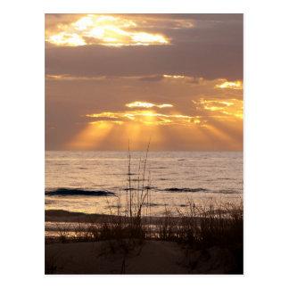 Sun rayonne le coucher du soleil d'océan cartes postales