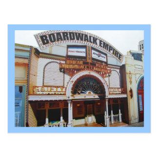 Sur la promenade en carte postale d'Atlantic City