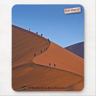Sur une dune de sable géante tapis de souris