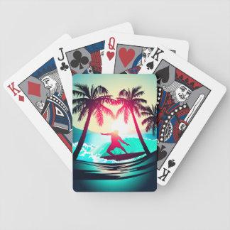 Surfer avec des palmiers jeu de cartes