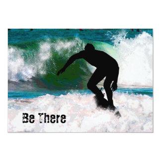Surfer dans la mousse d'océan carton d'invitation  12,7 cm x 17,78 cm