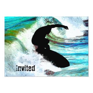 Surfer dans la vague de bordage carton d'invitation  12,7 cm x 17,78 cm