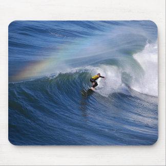 Surfer de la Californie sous un arc-en-ciel Mousep Tapis De Souris