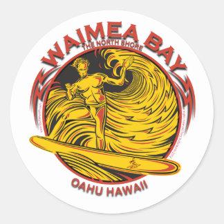 SURFER D'HAWAÏ DE BAIE DE WAIMEA STICKER ROND
