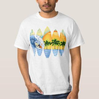 Surfer et planches de surf t-shirt