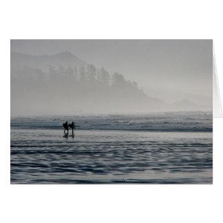 Surfers dans la brume carte de vœux