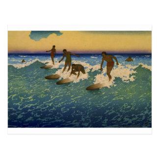 Surfers, Honolulu Hawaï montant les vagues Carte Postale
