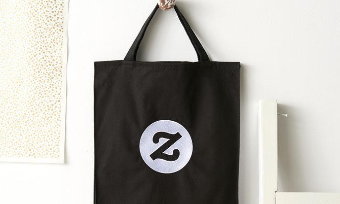 Créez votre sac personnalisé et ajoutez vos photos, texte et design.