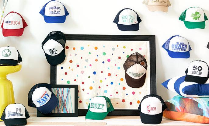 Découvrez notre collection de casquettes trucker personnalisables.
