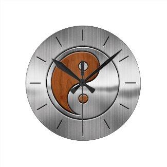 Horloge murale ronde Yin Yang, imitation chrome et bois