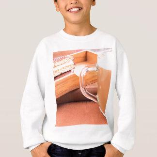 Sweatshirt Tasse en verre avec du chocolat chaud et des