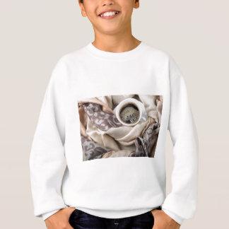 Sweatshirt Vue supérieure d'une tasse blanche de café chaud