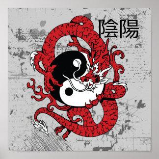 Symbole chinois et dragon de yang de Yin Posters