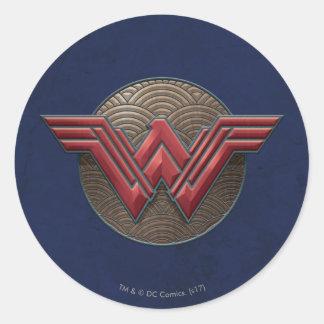 Symbole de femme de merveille au-dessus des sticker rond