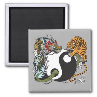 symbole de yang de yin de dragon et de tigre magnet carré