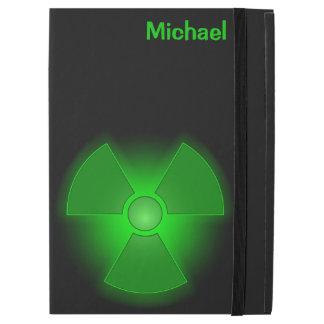 Symbole rougeoyant vert drôle de radioactivité
