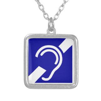 Symbole sourd pendentif carré