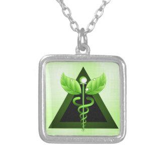 Symbole vert clair de médecine douce de caducée pendentif carré