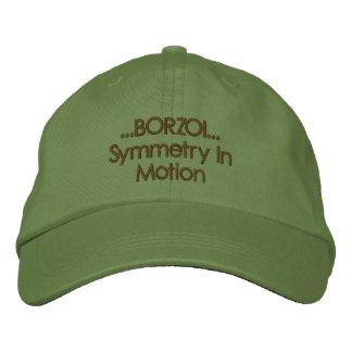 Symétrie de barzoï dans le casquette brodé par casquette brodée