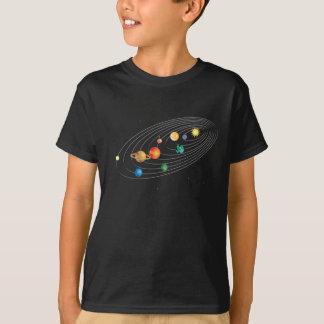 Système solaire sur la pièce en t noire d'enfants t-shirt