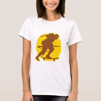 T-shirt 2ÈME GUERRE MONDIALE faisant de la planche à