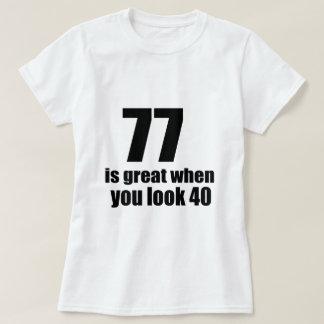 T-shirt 77 est grand quand vous regardez l'anniversaire