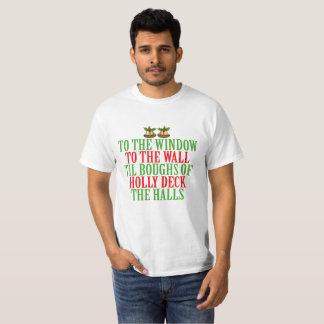 T-shirt À la fenêtre, au mur, jusqu'aux branches du houx