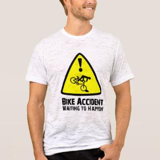 T-shirt Accident de vélo attendant pour se produire