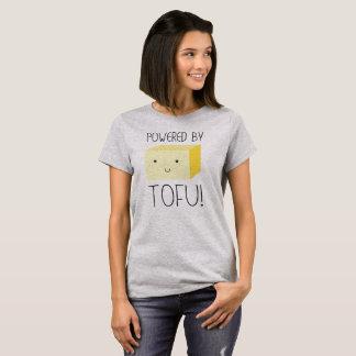 T-shirt Actionné par le tofu avec le tofu de sourire