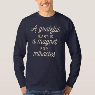T-shirt Aimant reconnaissant de coeur pour la chemise de