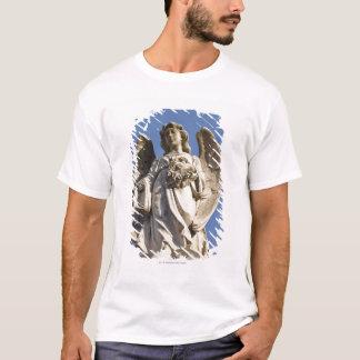 T-shirt Ange en pierre regardant en bas de la statue à