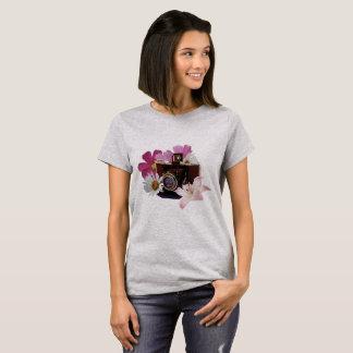 T-shirt Appareil-photo vintage avec des fleurs