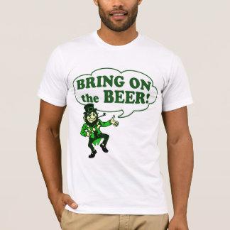 T-shirt Apportez sur le lutin de bière