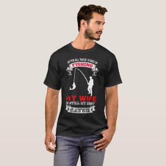 T-shirt Après tout ces années de pêcher mon épouse est