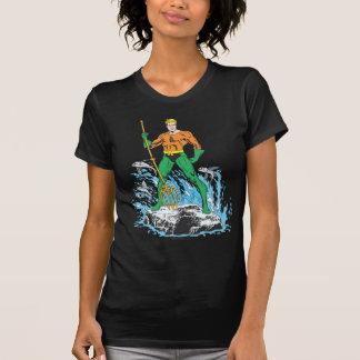T-shirt Aquaman se tient avec la fourche