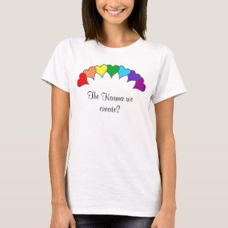 T-shirt arc-en-ciel de coeurs, le karma que nous créons ?