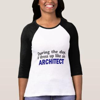T-shirt Architecte au cours de la journée
