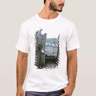 T-shirt Architecture démodée dans la ville de canal,