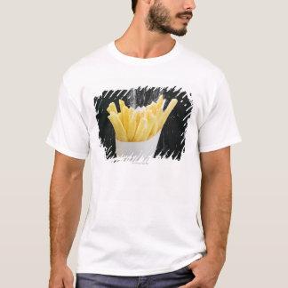 T-shirt Arrosage du sel sur des puces dans le cône de