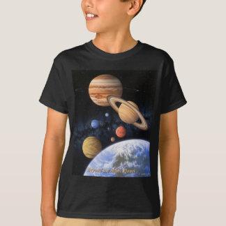 T-shirt Au delà de la chemise à la maison de planète