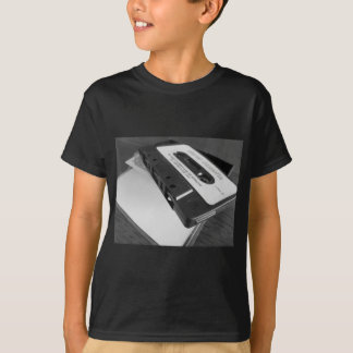 T-shirt Bande vintage de cassette audio sur la table en