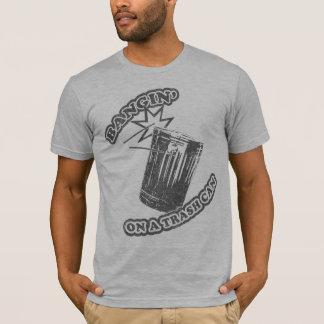 T-shirt Bangin sur une poubelle